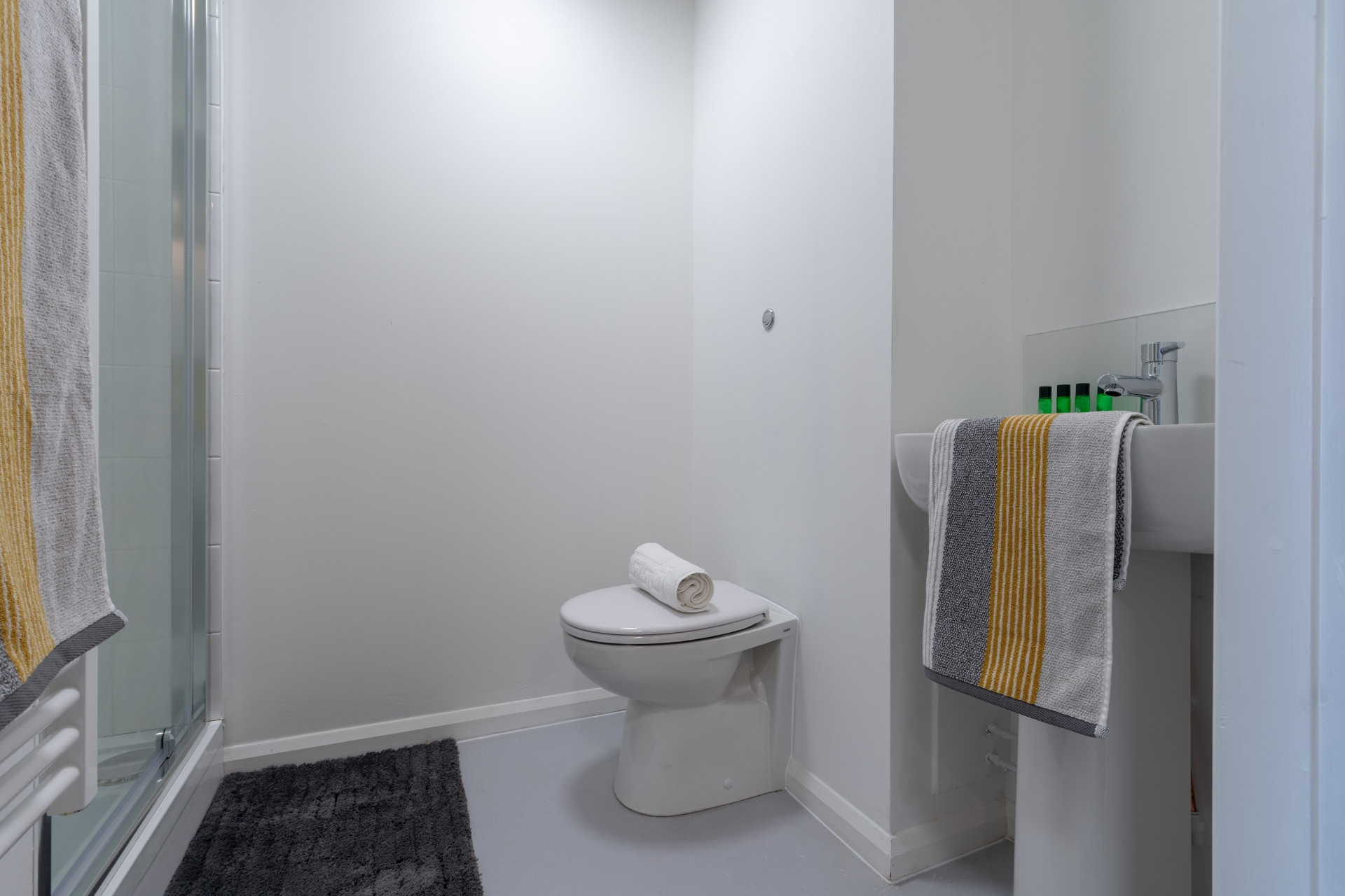 Private bathroom for students in One Islington Plaza